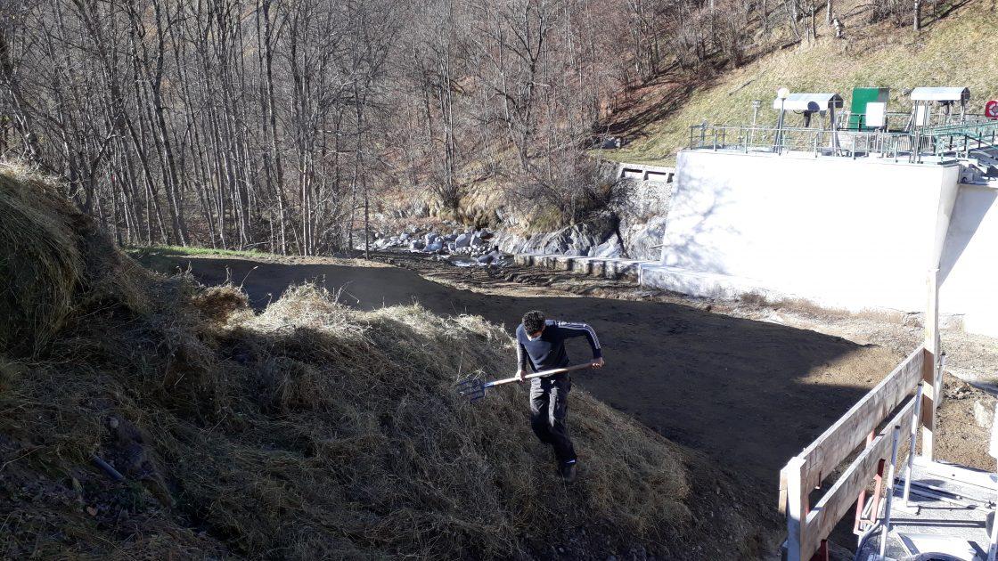 Eco altitude ensemence une prise d'eau pour EDF